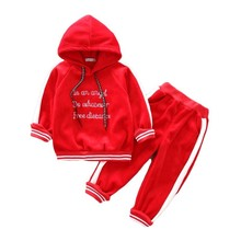 купить 2019 Baby Girls Boys Clothing Sets Kids Autumn Winter Casual Letter Hooded Thicken Velvet T Shirt Children's Sports Suit Clothes дешево