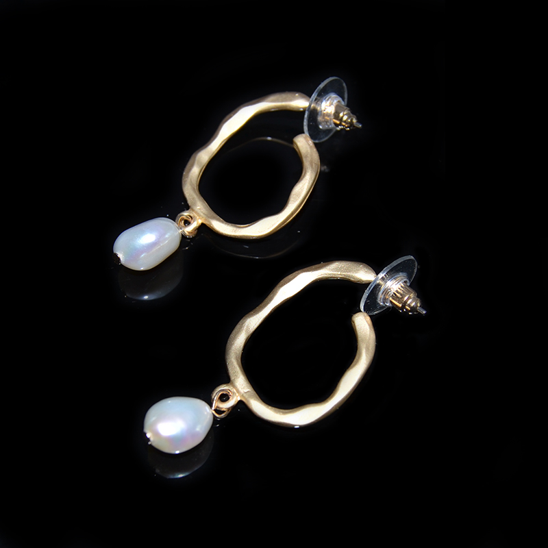 ea5462611eee Oro barroco Pendientes para las mujeres Pendientes de mujer 2019 Pendientes  arete de perla coreano pendiente de la joyería Oorbellen Pendientes de botón  ...
