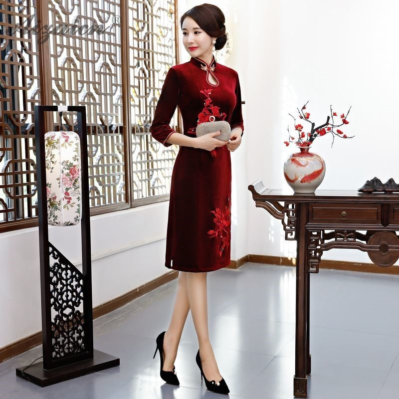 Spring New Velvet Embroidery Long Cheongsam Modern Wine Red Water Collar Qi Pao Women Traditional Chinese Dress Plus Size Qipao
