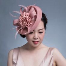 女性シックな魅惑的な帽子カクテルウェディングパーティー教会かぶとケンタッキーダービー帽子の羽のヘアアクセサリーsinamay fascinators
