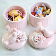 цена Two Piece Ceramic Candy Box Ceramic Bird Jewelry Storage Box Sugar Bowl Doses Rose Candy Jars Wedding Gift Box онлайн в 2017 году