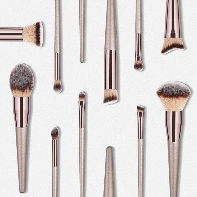 Ensemble de pinceaux de maquillage pour fond de teint et yeux  3