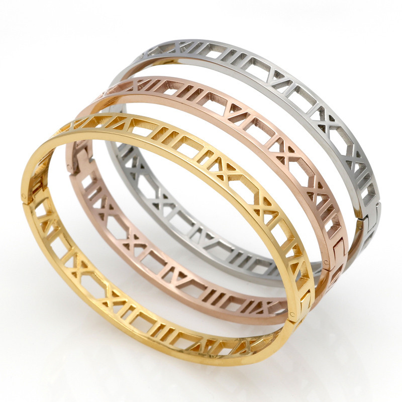 Delicate Hollow Roman Numeral Armband & Bangles Titanium Steel Bangle Fine Smycken För Kvinnor Vakuumplätering Bangle Top Quality