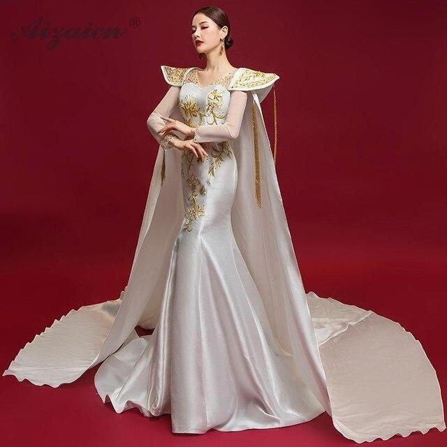 buy online f81b6 97fd6 Weiß Cheongsam Fahion Zeigen Chinesischen Kleid Weibliche Abendkleider  Lange Hülse Appliques Party Kleider Mit Schal Hinter