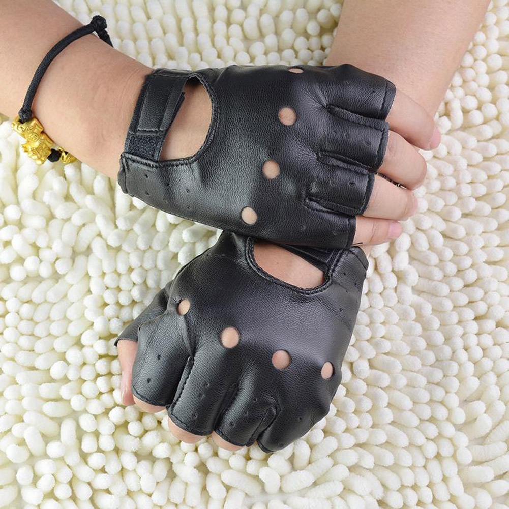 1Pair Fashion Boy Gloves Cool Hollow PU Leather Biker Driving Gloves For Men Black Half Finger Gloves Fingerless Gloves Guantes