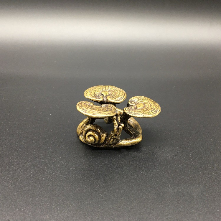 Collectable Chinese Brass Carved Animal Snail Ganoderma Lucidum Saucer Teapot Cover Shelf Exquisite Small Statues
