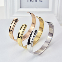 Personalized Europe Titanium Bracelet Lovers Open Custom Engraved DIY Gifts Lettering Name Stainless Steel Hand Women Jewelry