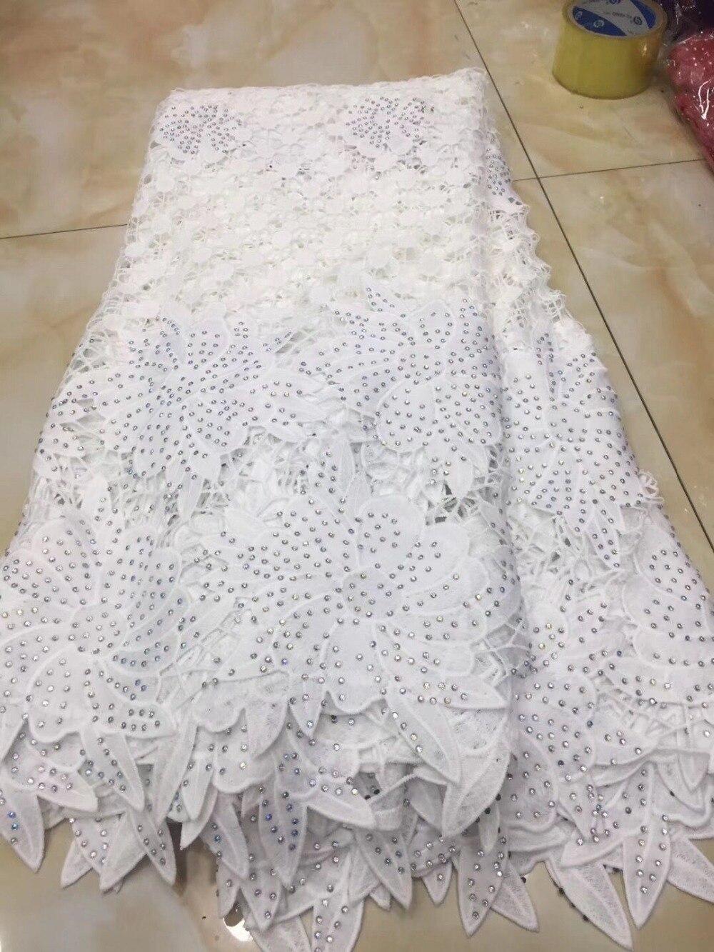 화이트 아프리카 코드 레이스 직물 여성을위한 고품질 드레스 2018 최신 guipure 레이스 원단 비즈 나이지리아 레이스-에서레이스부터 홈 & 가든 의  그룹 1