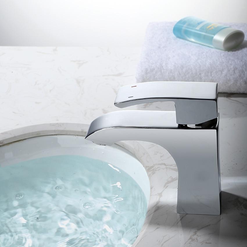 Robinets de bassin robinet de bassin robinet mélangeur finition chaude et froide en laiton pilier carré Designer eau Chrome moderne robinets de cascade