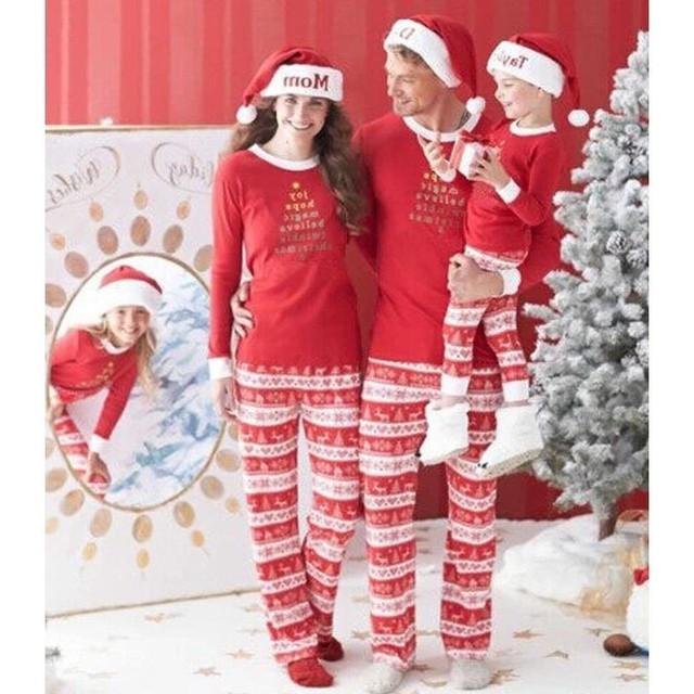 33864367ba 2018 New Year Family Matching Pajamas Sets Cotton Mother and Me Christmas  Look Lovely Kids Boys Girls 2Pcs Sleepwear Clothes