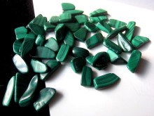 Natural natural malachite stone small particles Malachite can be used as a pendant