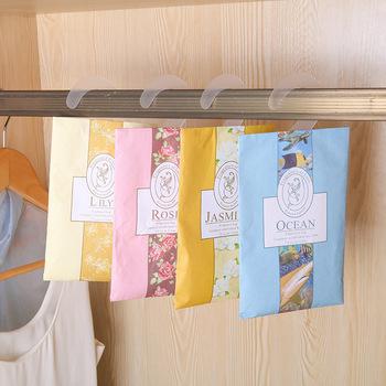 Wisząca pachnąca saszetka aromaterapia torba przeciw szkodnikom i przeciw pleśni do szafy szafa zapach samochodowy odświeżanie powietrza zapachy domowe tanie i dobre opinie JE52404 Papier Przyprawy