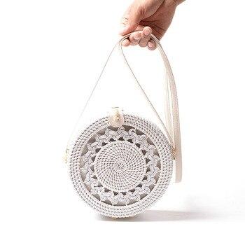 630b094e2d47 2019 горячие новые белые круглые сумки из ротанга для женские пляжные в  стиле бохо сумка через плечо соломенная ручная работа сплетенная круг.
