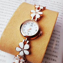 2019 New Design Korea Hot Style Quartz Watch for Women Delicate Fashion Flower Gold Steel Strap Gift