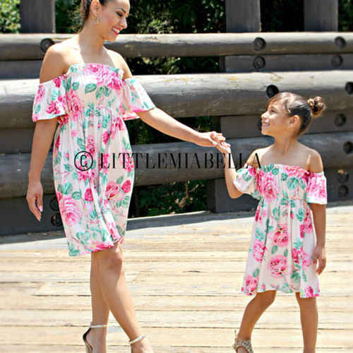 7aed20f2ac624 2019 Fashion Flower summer Family Matching Dresses Mother Daughter dress  Baby Girl Mommy and me Clothes Outfit Clothing