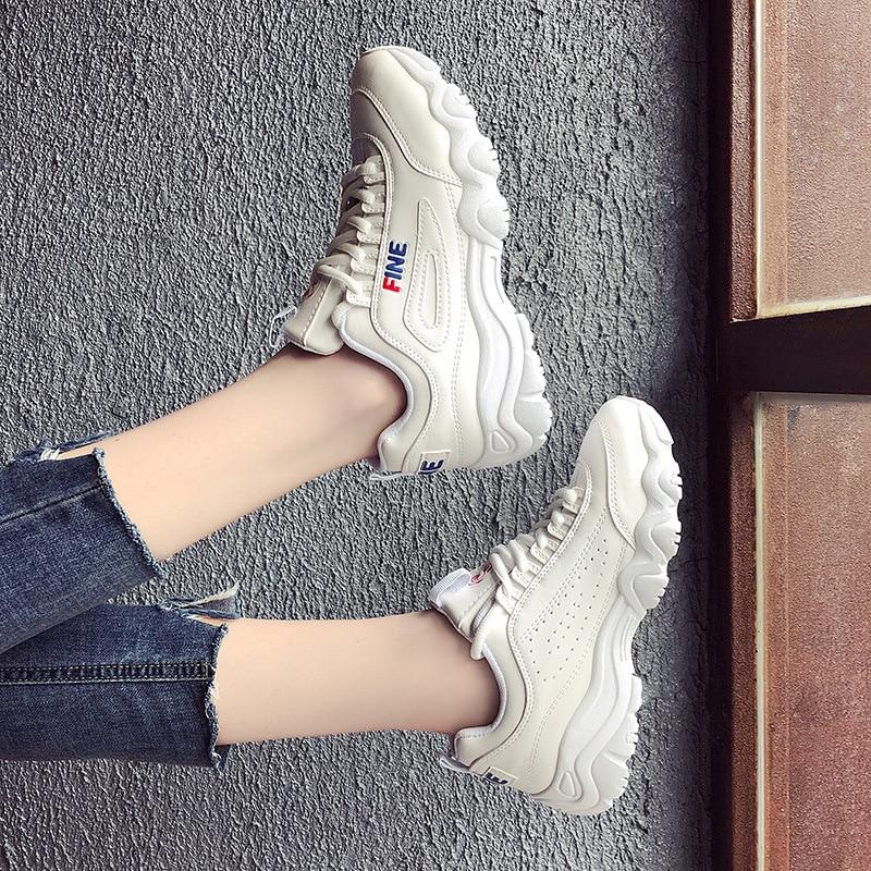 2019ins Dépasser Feu Sneakers Femme Corée Nouveau Modèle D'origine Vieux Étudiant chaussures décontractées Run Ulzzang Petite chaussures blanches
