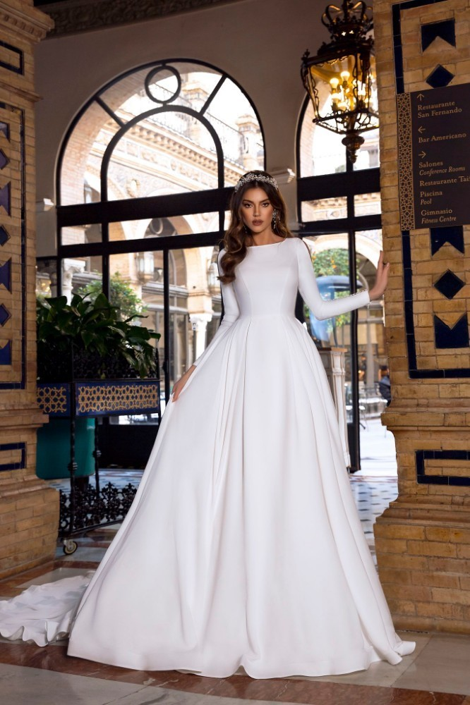 Vivian's Bridal Vintage A-line Wedding Dress 2019 Reflective Dress Button Slit Long Sleeve Court Train Fluffy Simple Bridal Gown