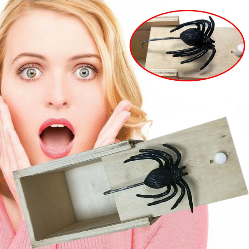 Hot Sale New Surprise Animals Spider Mouse Gecko Bite In Wooden Box Gag Gift Practical Funny Joke Prank Toy Animals Random