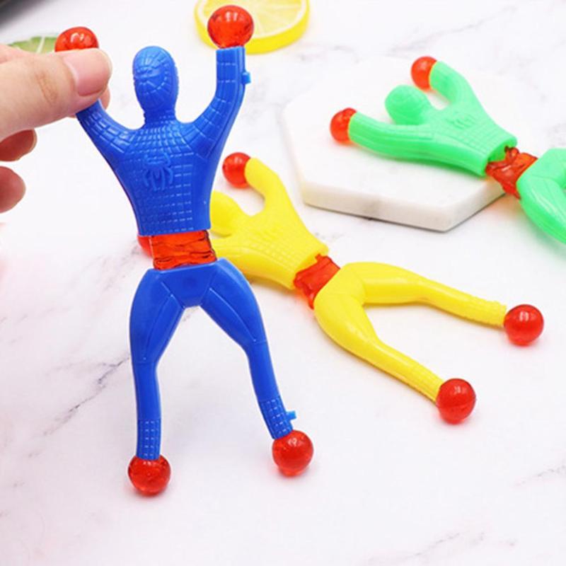 Novidade Parede De Escalada Pegajoso Aleta Aranha Alpinista Homem Gags & camera escondida Brinquedos Clássicos para Crianças Presentes de Aniversário Brinquedos Para Crianças