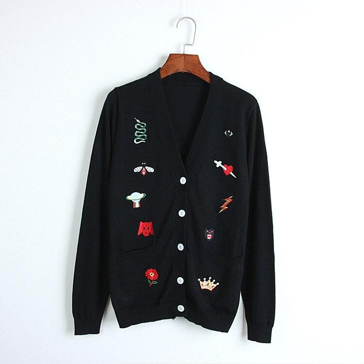 Cardigans femme 2018 date hiver mignon serpent couronne broderie tricots de style décontracté piste col en v chandail femmes Chic veste pull