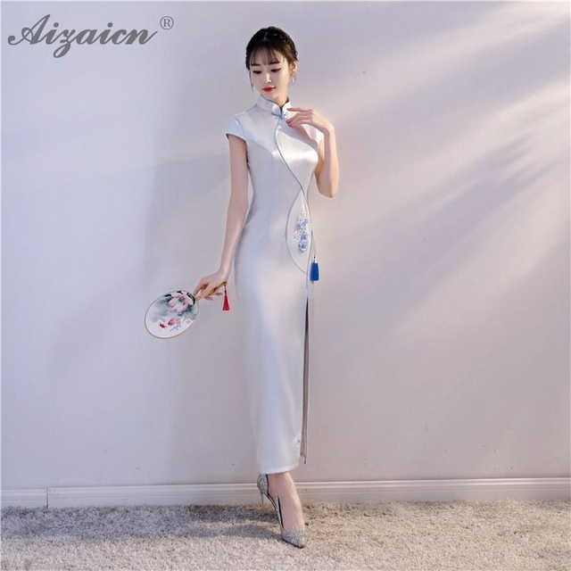 Vestido China Oriental Evening Dresses Long Cheongsam Traditional Women  Chinese Embroidery Dress White Qipao Wedding Gowns 57d003b65f98