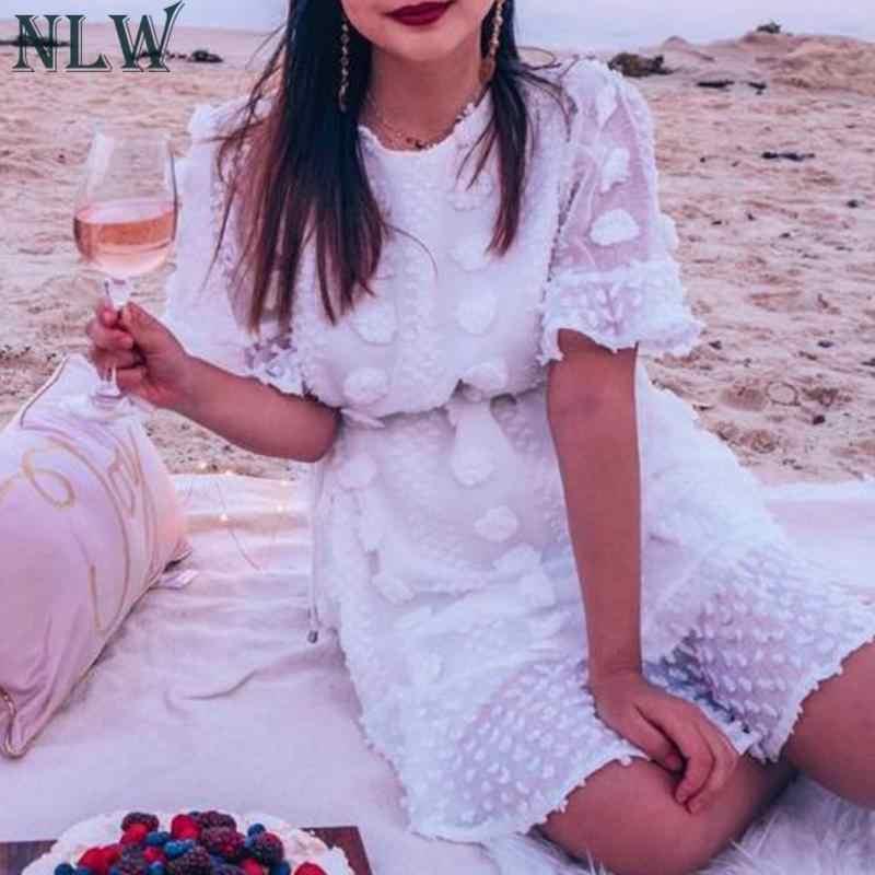 NLW 2019 Mulheres Verão Nova Moda Bordado Branco Rendas até Vestido Curto Casual Elegante Plissado Mini Vestido Da Menina Vestidos de Férias