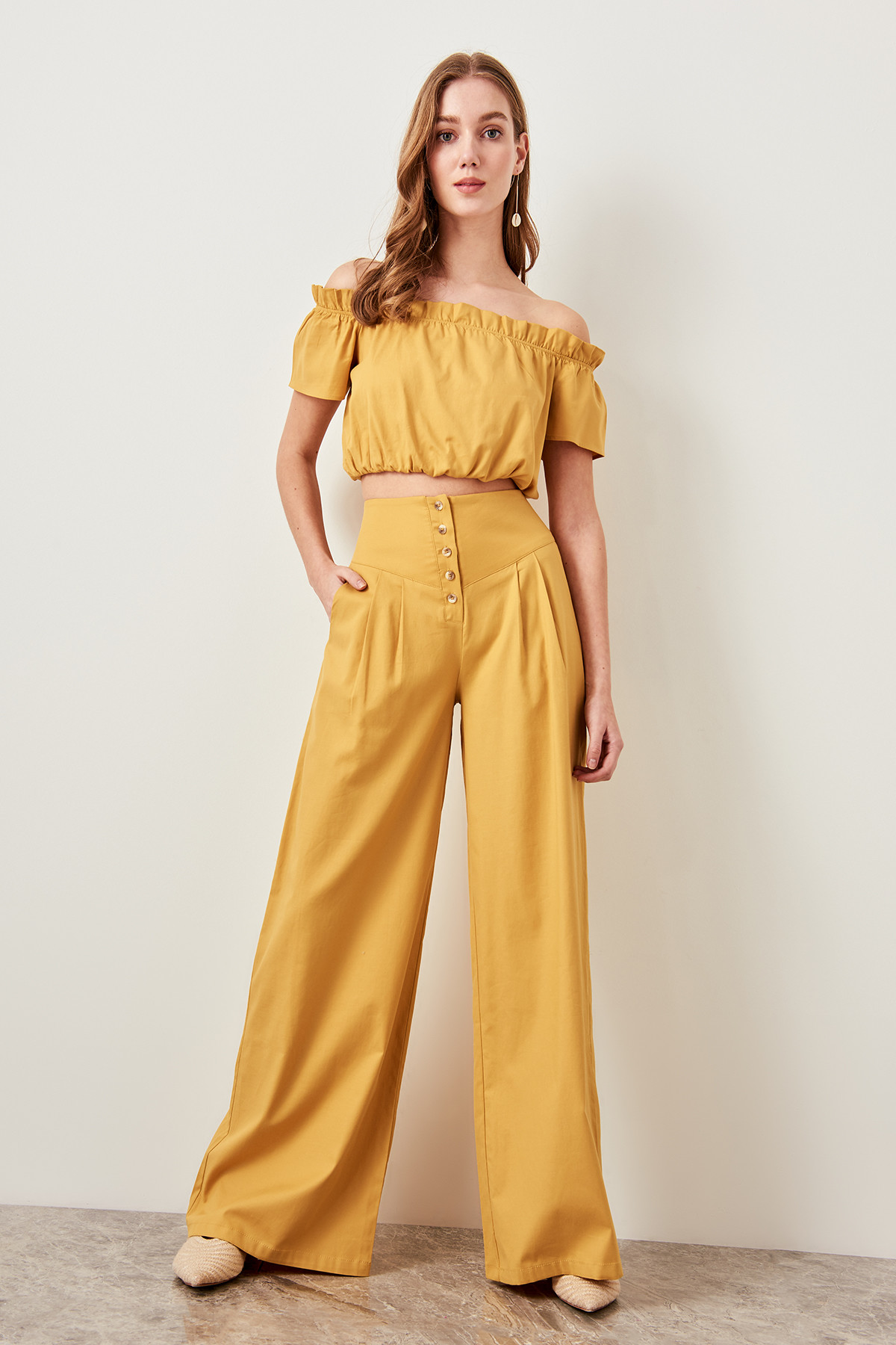 Trendyol Detailed Plenty Of Mustard Button Cuff Pants TWOSS19EH0056