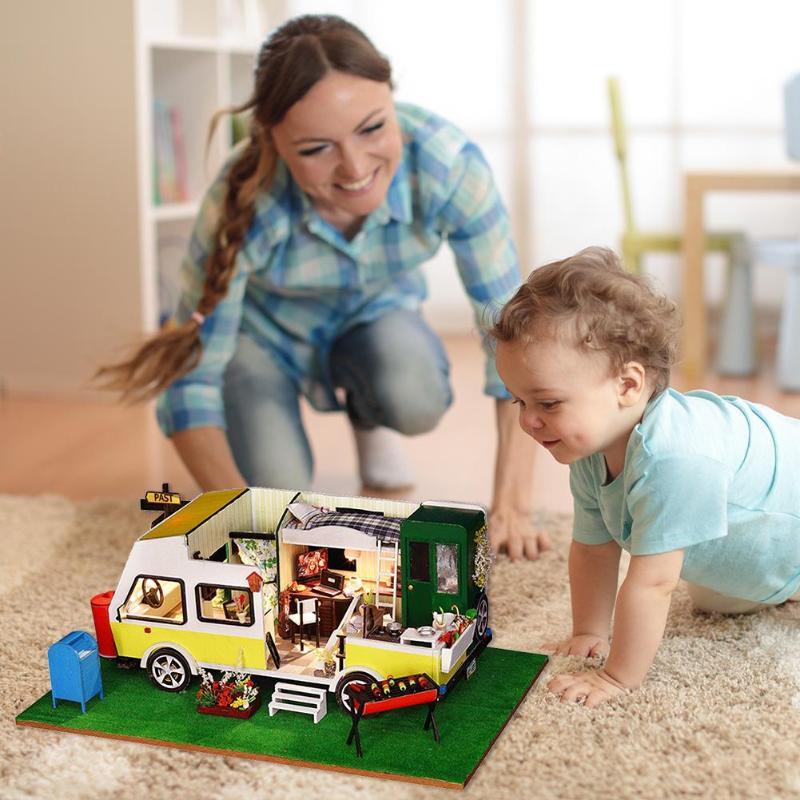 Mignon maison de poupée créative voiture en bois maison de poupée Miniature 3D bricolage poignée maison de poupée avec meubles jouet pour les filles