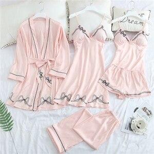Image 5 - 2019 Vrouwen Pyjama Sets 5 Stuks Satin Nachtkleding Pijama Zijde Thuis Slijtage Thuis Kleding Slaap Lounge Pyjama Met Borst Pads