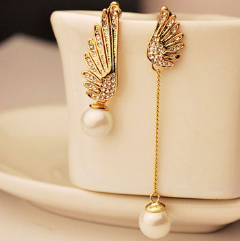 2019 New Fashion Lady Angel Wings Crystal Artificial Pearl Pendant Asymmetrical Earrings Product Launch Gift Trendy