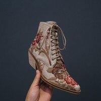 Женские ботильоны сезона осень зима 2018, ботинки «Челси» на среднем каблуке с острым носком и цветочной вышивкой, Женская обувь в уличном сти