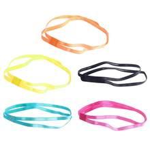 92e1f1938 2 piezas de color las mujeres Sweatbands fútbol Yoga bandas para el cabello  de moda antideslizante de goma elástica Fitness diad.