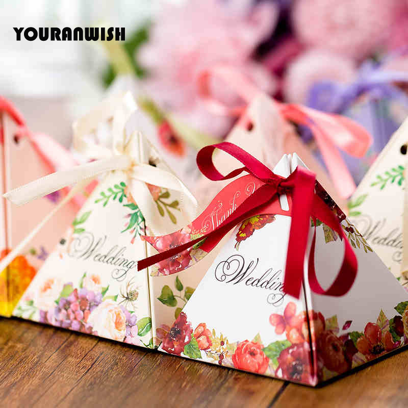 YOURANWISH 50pcs Wedding Candy Box Favors Box Paper Gift Bag Packaging Box  For Guests Party Decoration Supplies Pyramid