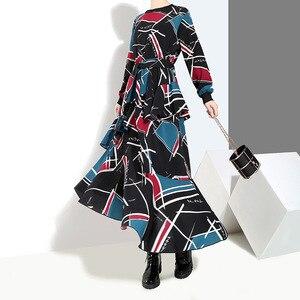 Image 4 - [EAM] 2020 Neue Frühling Sommer Rundhals Langarm Schwarz Muster Gedruckt Lose Unregelmäßige Saum Lange Kleid Frauen mode JI043