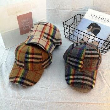 b36dda314b6 Invierno de 2019 de alta calidad de lana Arco Iris a cuadros estilo  británico al aire libre gorra de béisbol deportes de moda sombreros para  hombres mujer