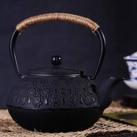 Japanese Cast Iron Teapot Kettle with Infuser / Strainer , Cherry Blossoms 30 Ounce ( 900 ml )