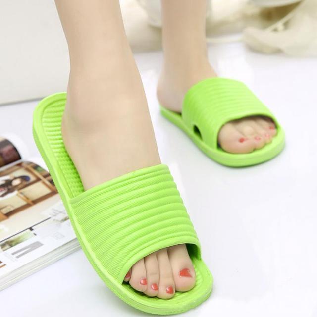 Haute qualité femmes plat maison bain pantoufles dété sandales antidérapantes intérieur & extérieur chaussures vert, jaune, violet, bleu ciel, rose