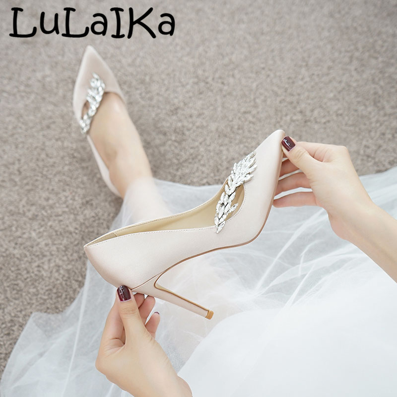 2018 Winter Wheatear Crystal Silk Woman Pumps Sexy Solid Color Pointed Toe Elegant Wedding Party Lady High Heel Shoes2018 Winter Wheatear Crystal Silk Woman Pumps Sexy Solid Color Pointed Toe Elegant Wedding Party Lady High Heel Shoes