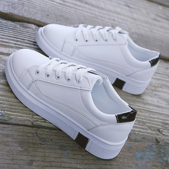 18af22573 € 25.34 |2018 las nuevas mujeres zapatillas blancas Mujer zapatos blancos  zapatos de tacón plano todo encuentro debe tener pisos dama otoño PU ...