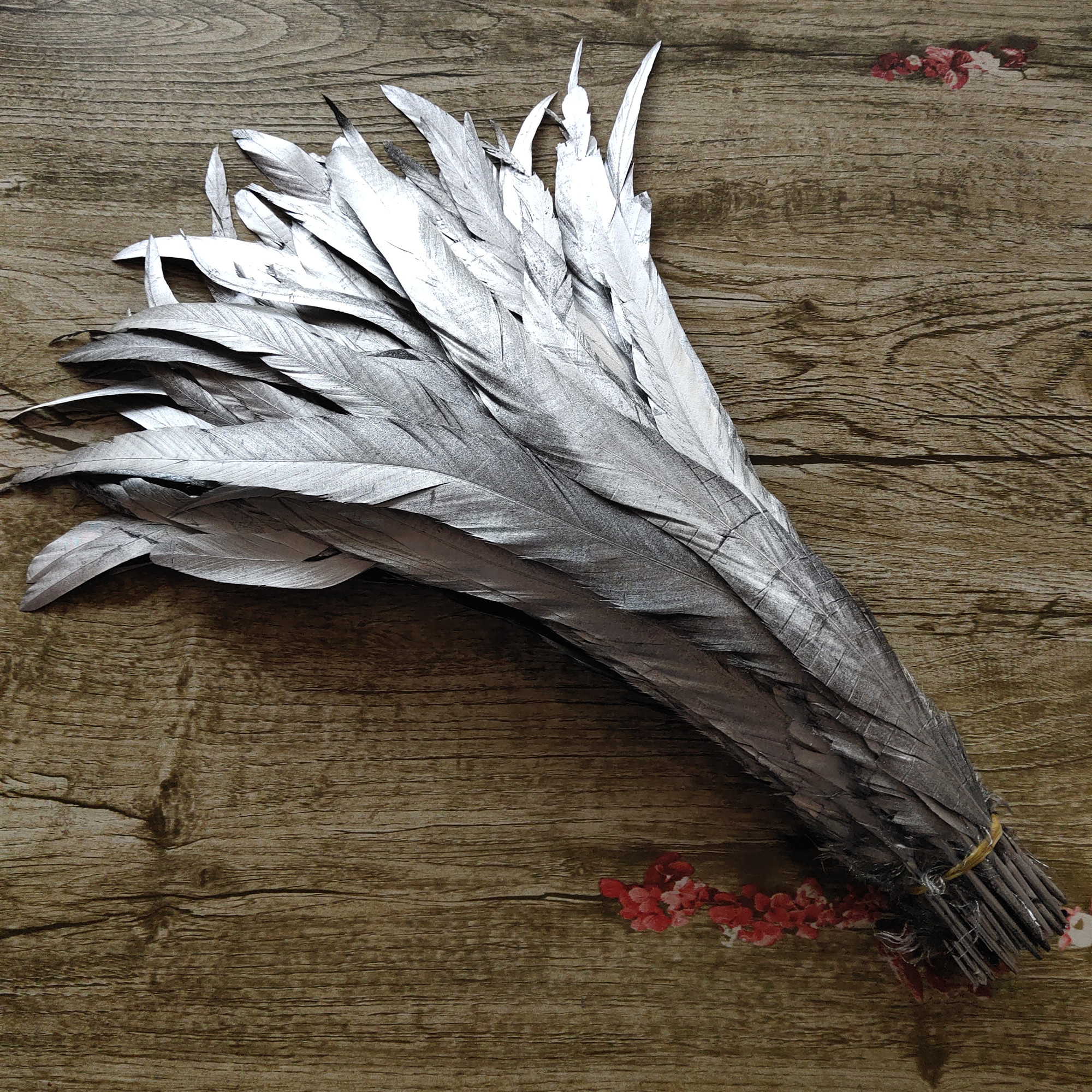 Wholesale 100pcs lot Single Silver 14 16inch 35 40cm Rooster feather Cock Tail Feather Chicken feather