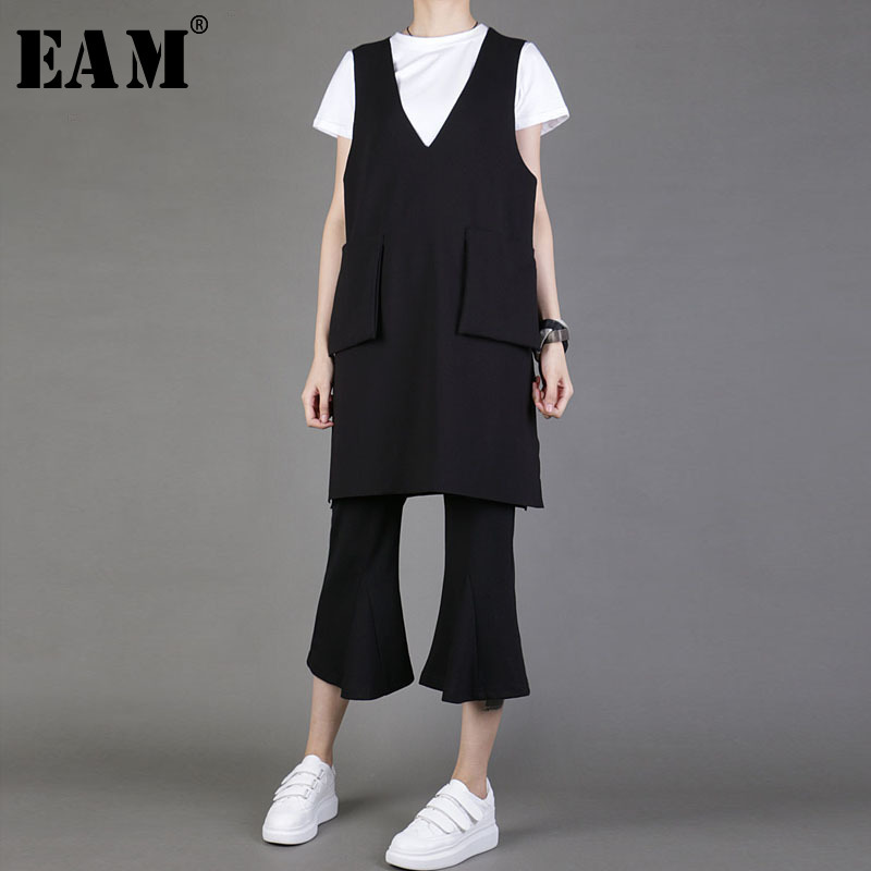 [EAM] Women Loose Fit Black Pocket Strap Causal Vest New V-collar Sleeveless Fashion Tide All-match Spring Autumn 2019 1A289