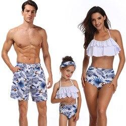 Família combinando roupa de banho família terno de natação pai filho praia shorts mãe meninas maiôs mulher homem crianças roupas verão olhar