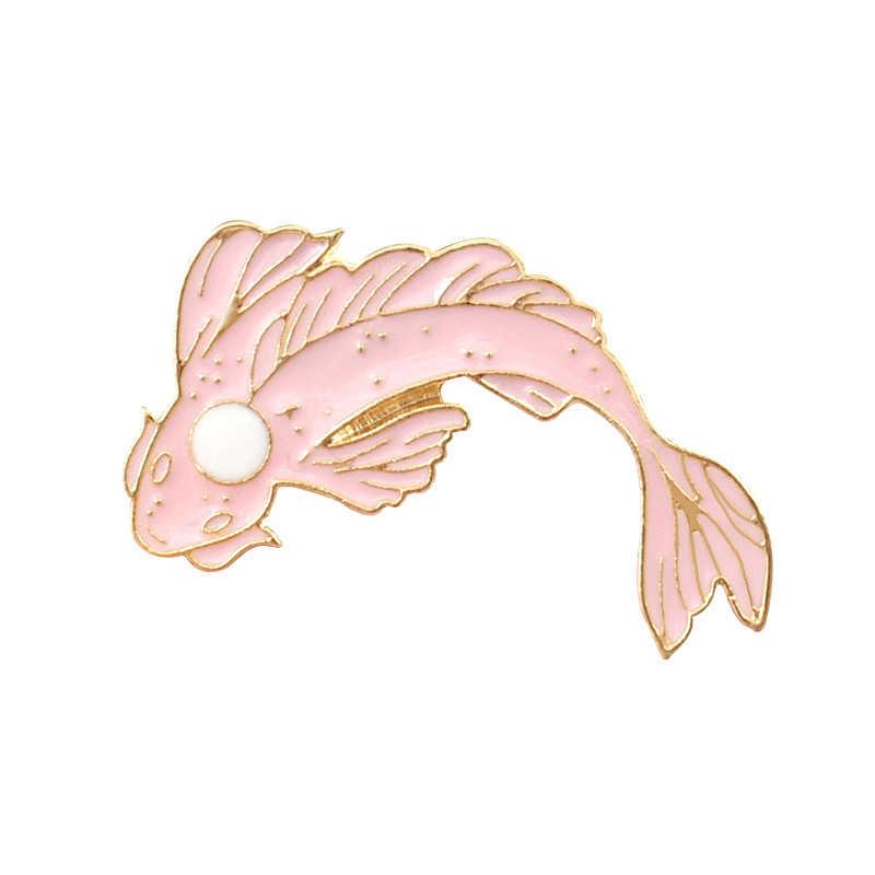 1PC Vestito di Affari Del Collare Del Costume Del Pannello Esterno Del Fumetto Carpa Maglione Cappello Spille Animale Sacchetto di Colore Bianco e Nero di Pesce D'oro spilla