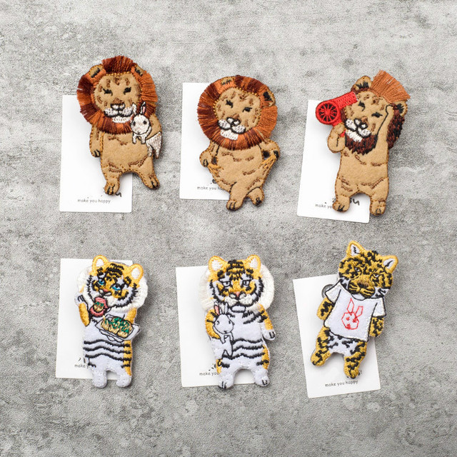 8d215452182 5pcs/lot Japanese Stylle Cartoon Animals Brooches Lion Tiger Embroidery Pin  for Girls Lapel Pin Hat/bag Pins Women Badge SC4497