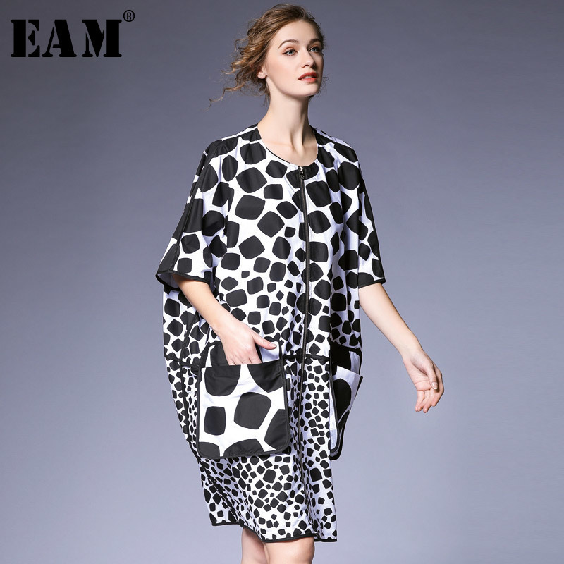 [EAM] 2019 New Spring Summer Round Neck Three-quarter Sleeve Dot Printed Pocket Big Size Windbreaker Women   Trench   Fashion JQ075
