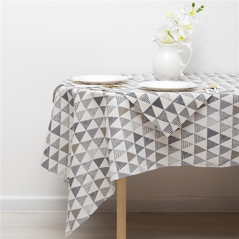 Set Доляна tablecloth 145х200см/wipes 40х40см 4 PCs, Triangles, 100% PE, рогожка 200 C/M 35805