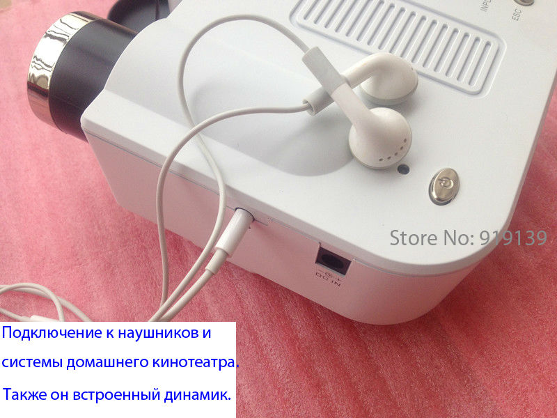 UC28 Projector connect with Earphone