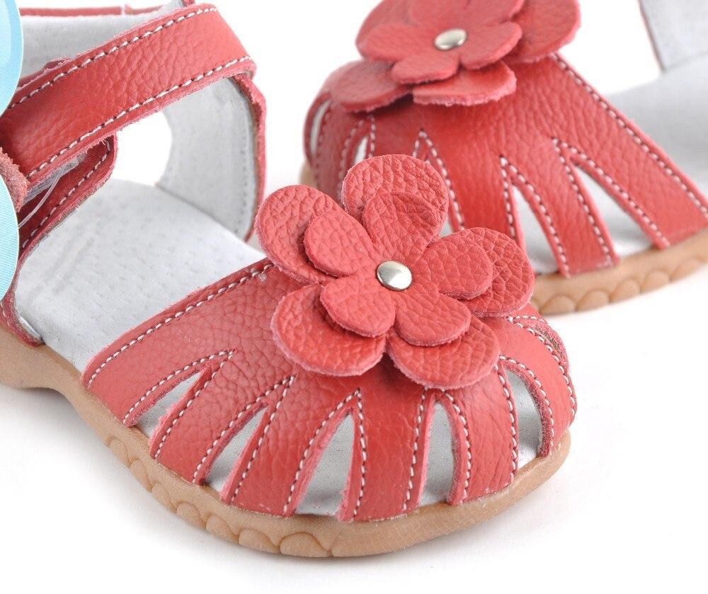 Детские сандалии из мягкой кожи красного цвета с закрытым носком сандалии для девочек sandq детский летняя обувь популярные в течение многих лет