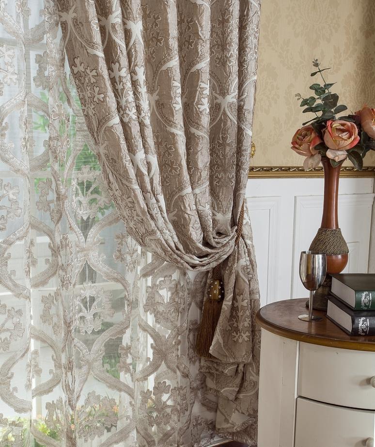 Stunning tende classiche da cucina photos home interior - Tende in pizzo per camera da letto ...