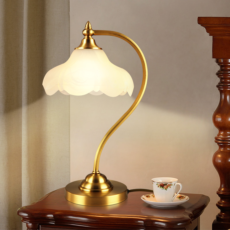 American hotel Club desk lamp Bedroom bedside Glass light Living room table Lamp sofa reading lamp European Study table lamp north european style retro minimalist modern industrial wood desk lamp bedroom study desk lamp bedside lamp